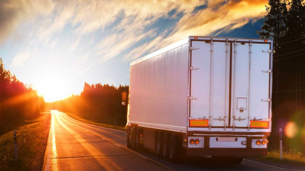Semi-trailer rental gives your business flexibility and convenience while also saving you money.